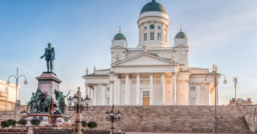 Helsingin seurakuntayhtymään kuuluvalla tuomiokirkkoseurakunnalla on historiallisesti merkittäviä ja kauniita kirkkoja kuten Helsingin tuomiokirkko.