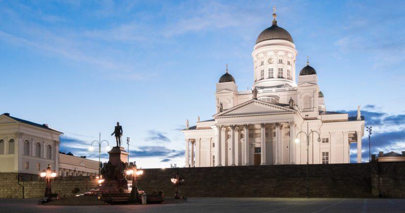 Helsingissä asuu yli satatuhatta ulkomaalaistaustaista henkilöä.