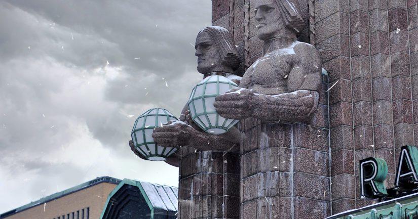 Helsingin päärautatieasemalla ja lähistöllä on ollut levotonta.