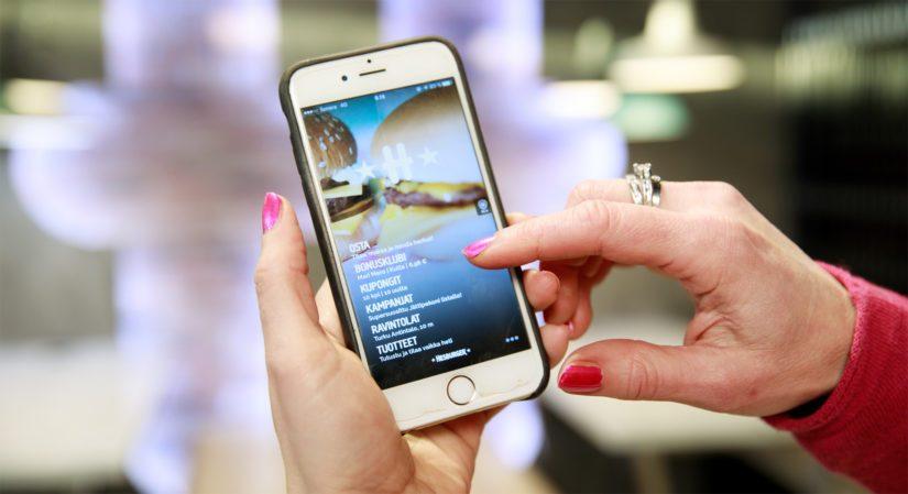 Hesburger-sovelluksen avulla voi tilata ennakkoon haluamansa tuotteet ravintolaan ja määritellä itse sopivan hakuajan.