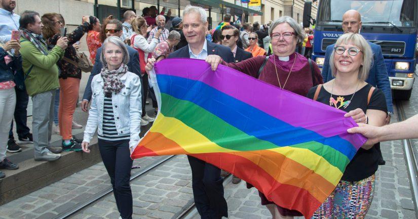 Helsinki Pride -marssilla nähtiin muun muassa Heta Ravolainen-Rinne, Antti Rinne, Irja Askola ja Aino-Kaisa Pekonen.