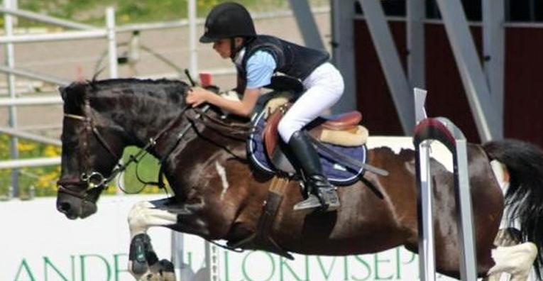 Nuoresta iästään huolimatta Hilda oli kokenut hevosenkäsittelijä ja taitava ratsastaja.
