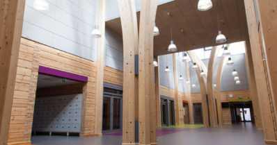 Uusia puisia kouluja on rakenteilla kymmeneen kuntaan