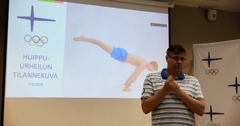 Olympiakomitean Huippu-urheiluyksikön puheenjohtaja Mika Lehtimäki ei tingi neljän mitalin tavoitteesta Tokion olympialaisissa.