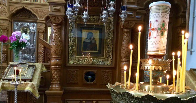 Viipurissa vieraileva ikoni omalla paikallaan Valamon luostarin pääkirkossa.