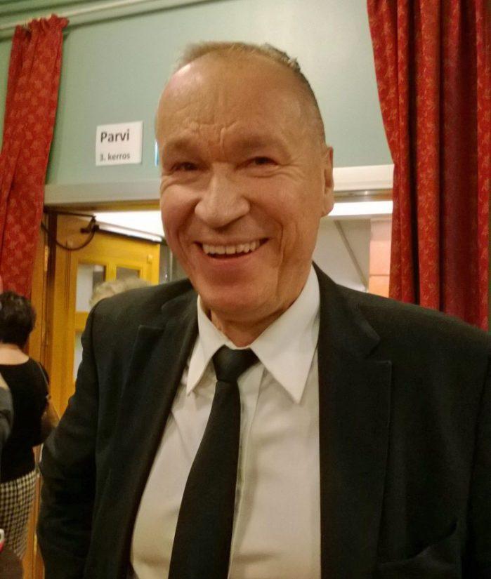 Ilkka Vainio oli innoissaan Juha Vainion laulujen ympärille syntyneestä näytelmästä. – Tästä tulee klassikkonäytelmä, Ile Vainio sanoo.