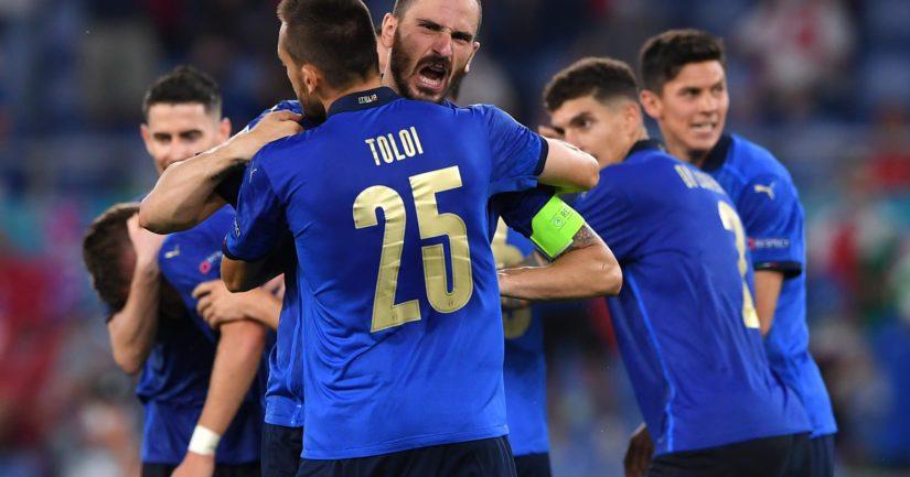 Italia juhlii maalia (Kuva Chris Ricco / UEFA)