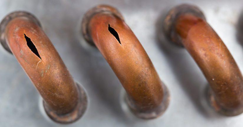 Jos putket ovat jäätyäkseen, niiden jäätyminen kiihtyy vielä pakkasen lauhtuessa.