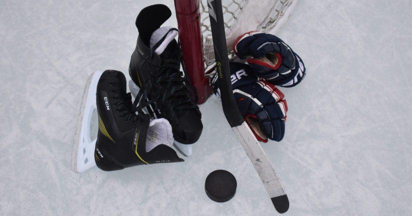 Jääkiekon harrastamisen keskimääräiset kokonaiskustannukset olivat tutkimuksessa 4489 euroa vuodessa.