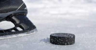 Koronapandemia moukaroi jääkiekkoa – Valko-Venäjän MM-kisojen tilannetta selvitetään