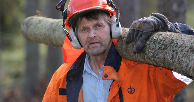 Jaakko Pessinen tunnetaan Etelä-Pohjanmaalla rautaisesta kunnosta ja hurjista voimistaan. – Vaihdoin aikoinaan jopa renkaan 900 kiloa painavaan autoon ilman tunkkia, Pessinen paljastaa.