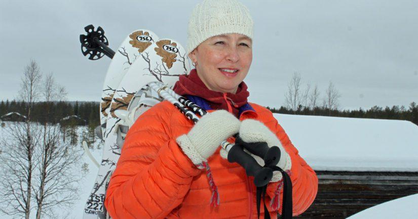 Kokeneena lumikenkäilijänä Jaana Kurkkio liputtaa lajin tehokkuudelle. – Kenkäily on kokonaisvaltainen lihaskuntolaji ja soveltuu erinomaisesti aktiiviliikkujien lisäksi myös ikäihmisille.