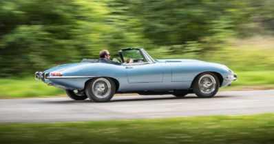 Klassikostakin saa tehtyä sähköauton – Jaguar esitteli uuden tulkintansa legendaarisesta E-Typestä