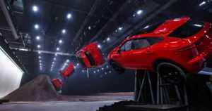 Jaguarin uusi katumaasturi hyppäsi Guinnessin maailmanennätyksen – temppu kuin James Bondissa