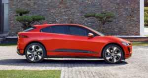 Jaguarin ensimmäinen täyssähköauto esiteltiin – I-Pacen tuotantomalli seuraa tiiviisti konseptin jalanjäljillä