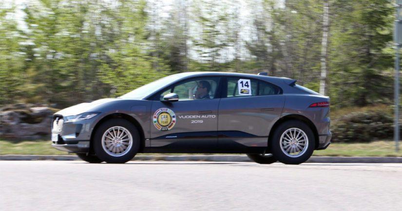Markku Lehisto ja Raimo Alm vaihtoivat Jaguarin deselin täyssähköautoon.