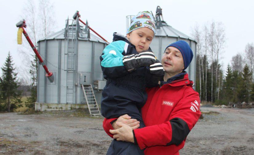 Tapio sanoo olevansa itseoppinut viljelijä, jonka ansiosta hänellä on kehittynyt hieman erilainen tartuntapinta maatalouteen. – Olen valtavan tiedonjanoinen ja rohkenen pyytää apua pienimmissäkin asioissa. Tätä kautta ympärilläni on todella vahva turvaverkko.