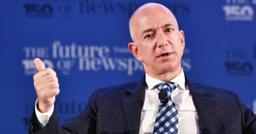 Toimitusjohtaja ja Amazonin perustaja Jeff Bezos omistaa yhtiöstä edelleen noin 17 prosenttia.