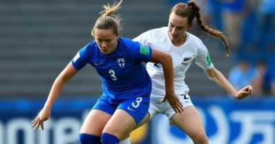 """U17-tytöt avasivat MM-kisat maalin tappiolla – """"Tarvitsemme kaksi voittoa, niin homma jatkuu"""""""