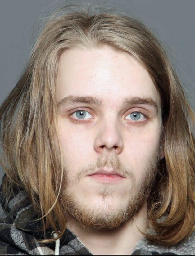 Jeremias Värtistä (s. 1993, pituus 179 cm) etsitään vastaamaan hovioikeuteen syytteisiin muun muassa kahdesta törkeästä huumausainerikoksesta. Käräjäoikeus on tuominnut Värtiselle 7,5 vuotta vankeutta.
