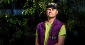 """Vuoden nuori taiteilija2021 on Joel Slotte – """"Maalaukseni syntyvät ystävien kanssa jaetuista kokemuksista"""""""