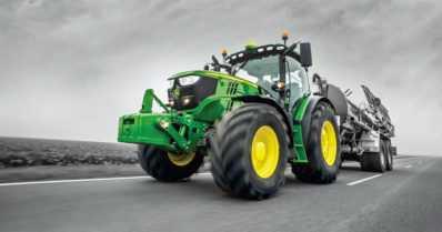 Nyt voivat isot miehet toteuttaa pikkupojan unelmiaan – uusia traktoreita saa koeajaa viidellä radalla
