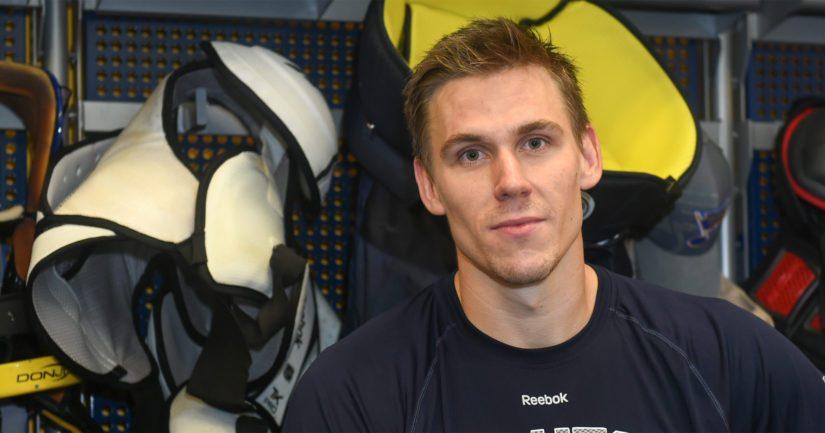 Olympiamitalisti ja MM-mitalisti Jori Lehterä kiekkoilee SKA Pietarissa.