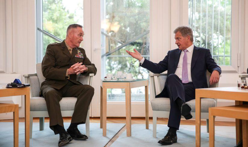 Niinistö keskusteli myös Yhdysvaltojen asevoimien komentajan, kenraali Joseph F. Dunford Jr:n kanssa.