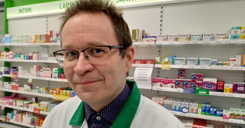 Pyhäjoen apteekkari Juha Konttila kehittelee palvelun laajentamista myös kotiinkuljetuspuolelle. – Haluamme varmistaa, että jokainen kuntalainen saa parhaan mahdollisen palvelun myös kotikylänsä apteekilta.