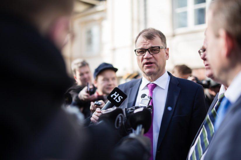 Pääministeri Juha Sipilä on omine kokemuksineen hallituksen paras asiantuntija hallintarekisteriasiassa.
