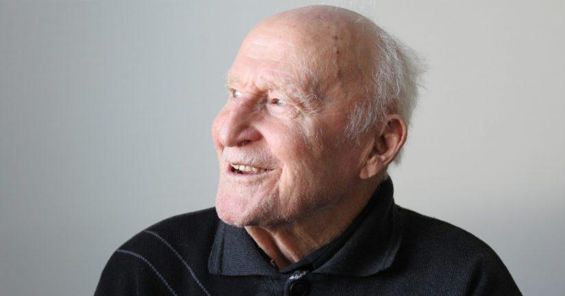 Juho Pietikäinen, 105, tunnetaan yli maakuntarajojen hyväntuulisena ja elämänmyönteisenä ihmisenä. – Vastoinkäymisetkin kuuluvat elämään, joten turha niiden takia on yöuniaan menettää, Juho pohtii hymyillen.