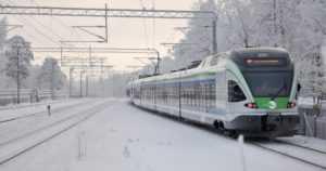 Lumisade ja kinokset hankaluutena myös rautateillä – junat myöhästelevät ja vuoroja jää ajamatta