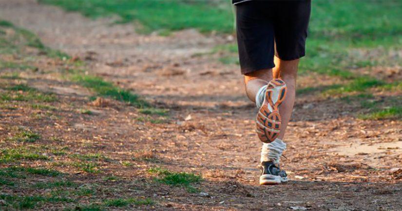 Polkujen epätasainen alusta vaatii myönteisellä tavalla juoksijan keskittymistä.