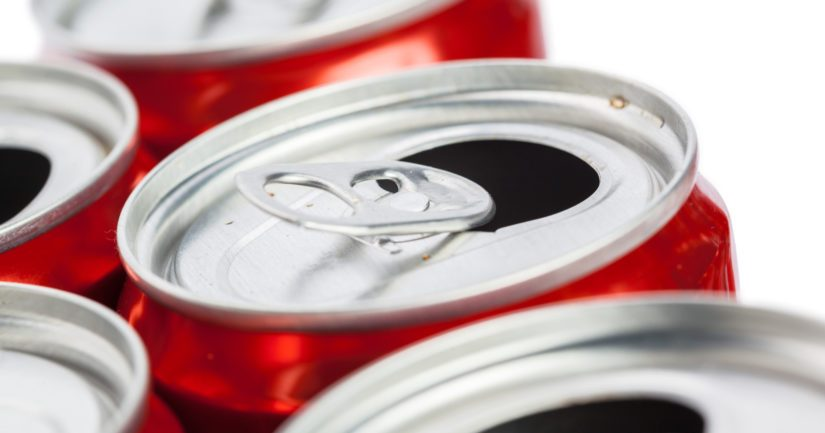 Yksi 3,3 dl energiajuomatölkki vastaa kofeiinimäärältään noin kahta desilitraa suodatinkahvia.