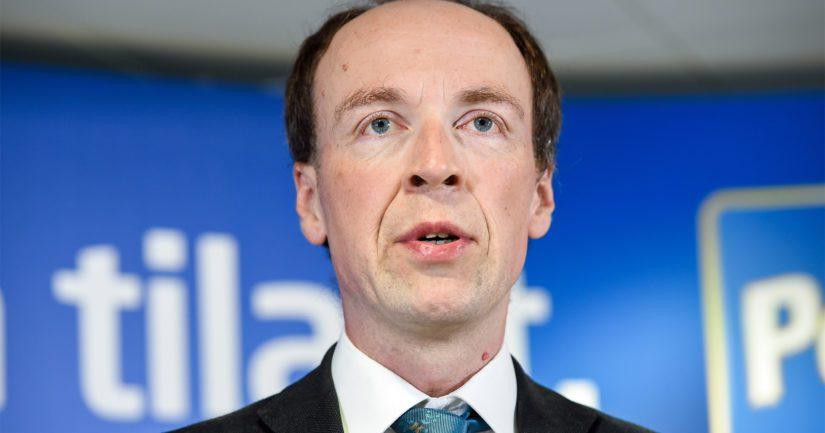 Jussi Halla-ahoa kaivertaa maksaa puoluetoimistosta vuokraa lähteneille myönteiselle säätiölle.