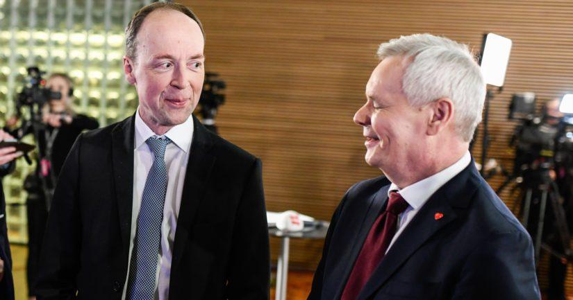 Jussi Halla-ahon ja Antti Rinteen oli helppo hymyillä tulosten selvittyä, mutta puolueiden ei uskota päätyvän samaan hallitukseen.