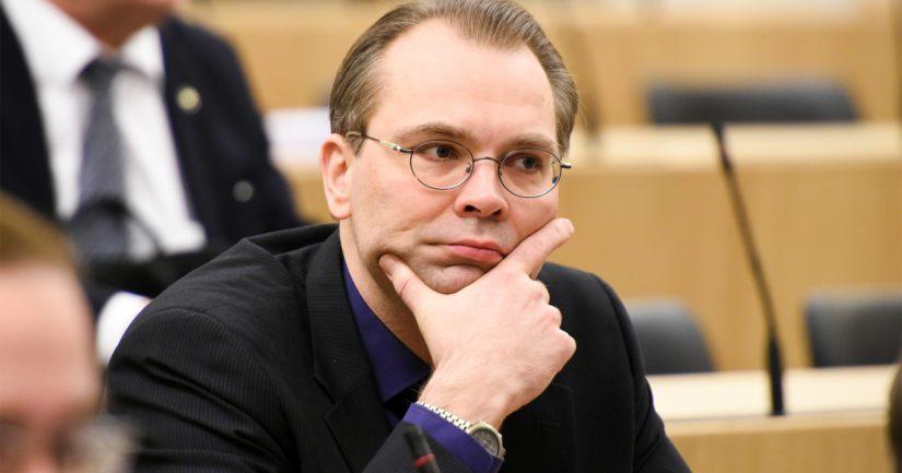 Puolustusministeri Jussi Niinistö halusi, että merivoimien uudet laivat suunnitellaan Suomessa .