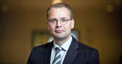 Rynnäkkökiväärit ja Suomen asevienti askarruttivat – näin puolustusministeri perustelee