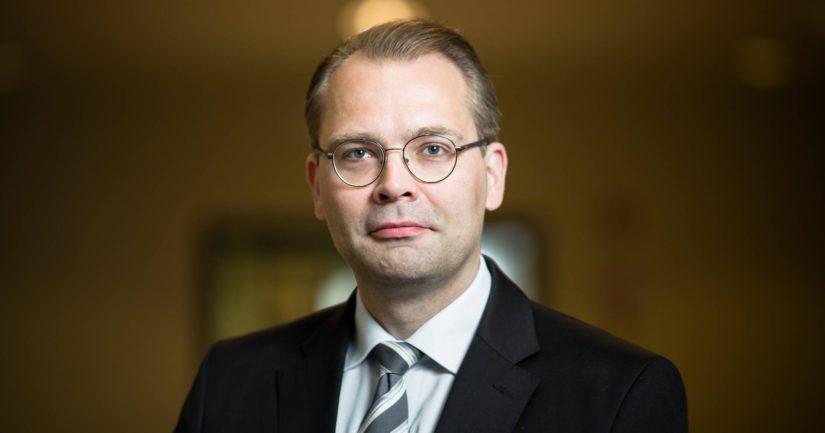 – Suomen välillä jo vanhentuneiksi väitetyt puolustuksen kivijalat ovat yllättäen nousseet kovaan huutoon myös kansainvälisesti, ministeri Niinistö totesi.