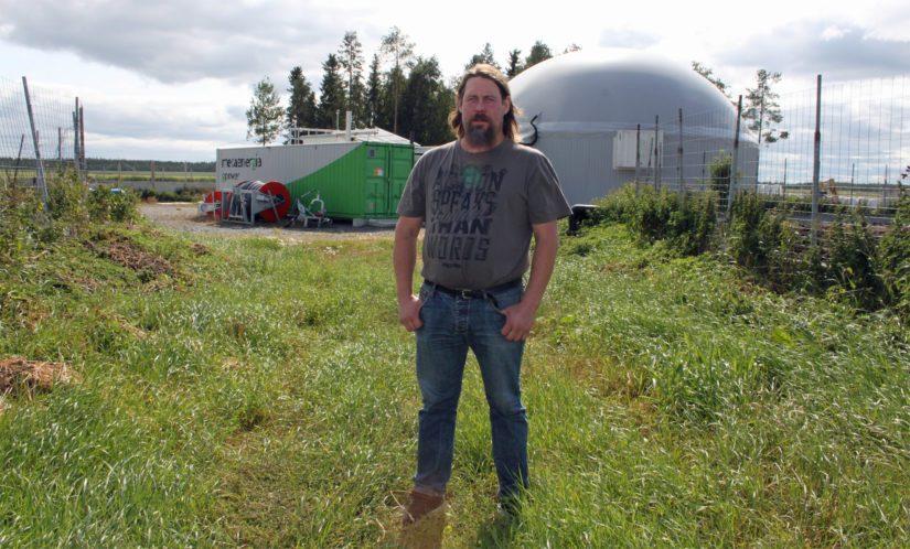 Kaksi vuotta sitten Koivusalon tila siirtyi sähkön suhteen lähes omavaraiseksi, kun tilalle nousi oma biokaasulaitos. – Onhan se tämäkin investointi omanlaisensa työvoitto ja näyttö siitä, että karjanhoidolla jatketaan.