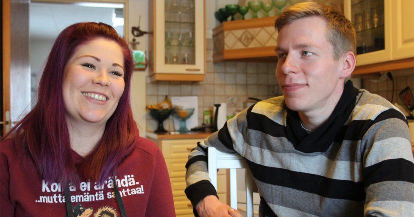 Jutta ja Antti ovat isännöineet emännän kotitilaa vajaan neljän vuoden ajan. – Matkan varrelle mahtuu paljon iloa, ihmeitä ja ennen kaikkea isoja työvoittoja. Tämä on meidän juttu, isäntäpari iloitsee.