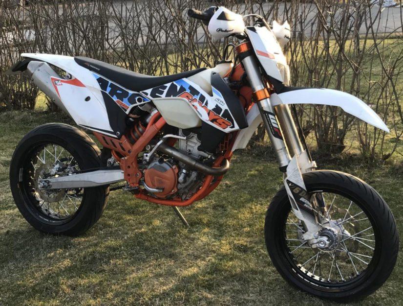 Anastettu on ainakin rekisterikilvetön KTM 350 EXC-F Sixdays -moottoripyörä.