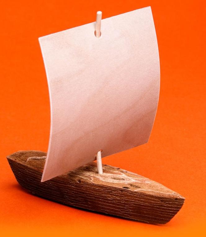 Tässä se on, turvapaikanhakijoiden tekemä kaarnalaiva eli Life Seeker Boat.