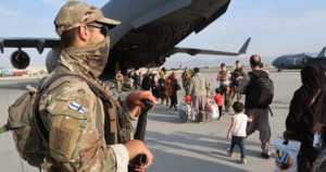 """Puolustusvoimat julkaisi kuvia suomalaissotilaiden operaatiosta Kabulista – """"Tuen aloitus on ollut onnistunut"""""""