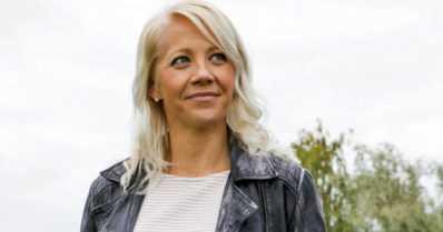 """Kaisa Mäkäräinen kirjoitti viestin uransa jatkosta rantahiekkaan – """"Nähdään ensi kaudella"""""""