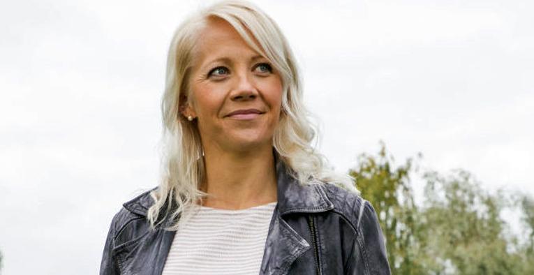 Kaisa Mäkäräinen antoi keväällä lupauksensa turvallisemman liikenteen puolesta autourheilun kansallisen lajiliiton AKK:n Turvassa Tiellä -ohjelman valtakunnallisessa kampanjassa.