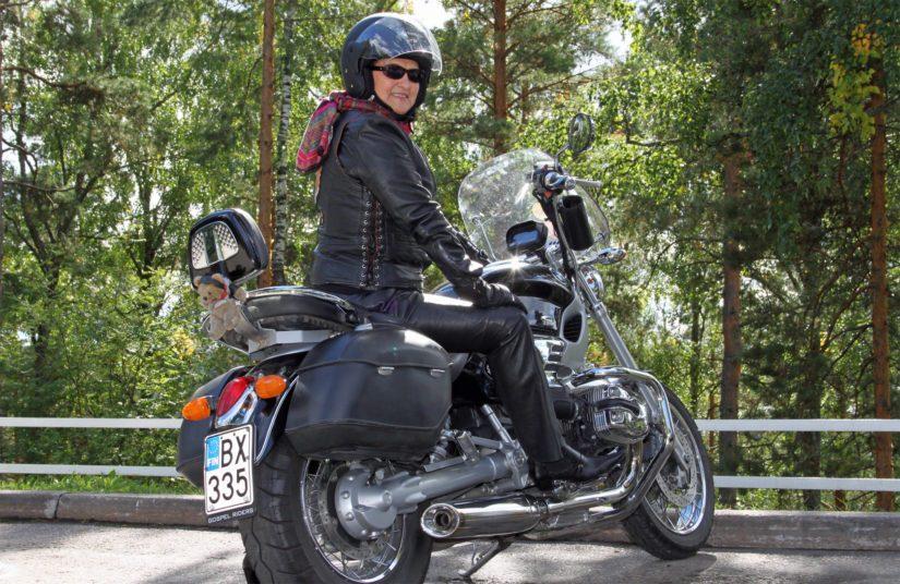 Kaisa sanoo rikkovansa rajoja myös motoristina. – Koen olevani maailmanmatkaaja ja seikkailija myös moottoripyörän satulassa. Seuraava tavoitteeni on ajaa Route 66.