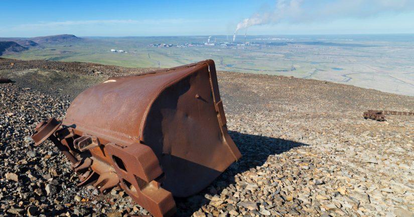 Mineraalirikkaudet ovat kenen tahansa vallattavissa, oli maan alla sitten kultaa tai uraania.