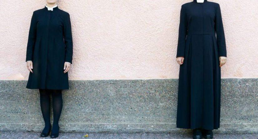 Pyhävaatteen papintakkia on sekä polvi- että nilkkapituisena. (Kuva Volkan Akin)