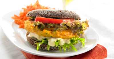 Kalapihvien tekeminen onnistuu myös kotikeittiössä – hampurilainenkin maistuu kalaisana versiona